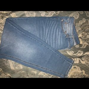 Very high waisted jeans